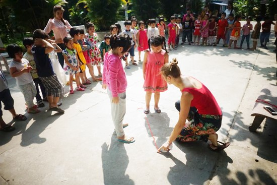 Hélène  and the children of the kindergarten 24/3 in a lesson of natural phenomena.