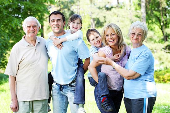 Chia sẻ yêu thương và trách nhiệm để có một gia đình hạnh phúc. ảnh: happyfamilycs
