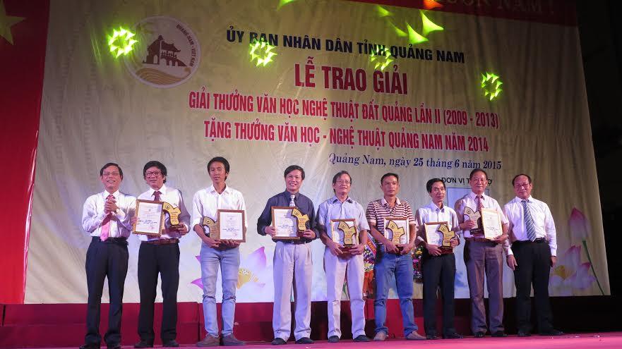 Các tác giả đạt giải A của  giải thưởng VHNT Đất Quảng lần II.