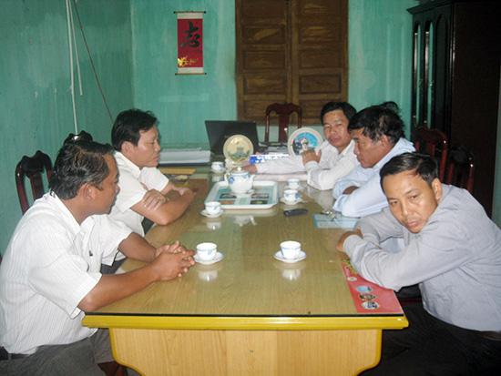 Tổ kiểm tra giám sát việc thực hiện Chỉ thị 22 UBND tỉnh của huyện Núi Thành làm việc.