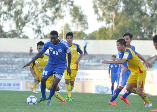 Suleiman dễ dàng vượt qua nhiều cầu thủ Sana Khánh Hòa BVN.