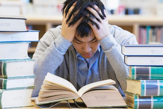 Rất nhiều học sinh châu Á bị áp lực trong cuộc thi vào các trường đại học. (Ảnh: ttlearning)
