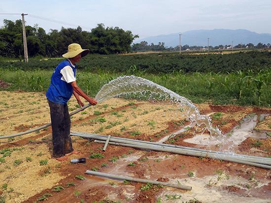 Mùa khô, nông dân vẫn có nước tưới để canh tác.