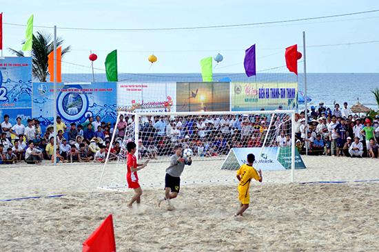 Tam Kỳ đang nỗ lực xây dựng sản phẩm du lịch biển Tam Thanh qua các hoạt động văn hóa, văn nghệ, thể thao.Ảnh: XUÂN PHÚ