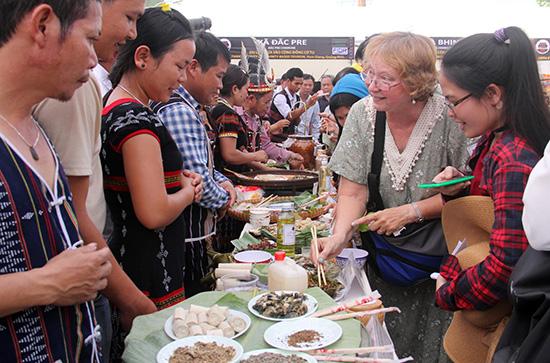 Sự đa dạng về sản phẩm du lịch sẽ tạo sức hút cho du khách đến với Nam Giang. Ảnh: ALĂNG NGƯỚC