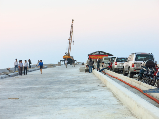 Cầu Cửa Đại, đường cứu hộ, cứu nạn sẽ được tập trung vốn để hoàn thành, thông tuyến vào cuối tháng 9 năm nay. Ảnh: T.D