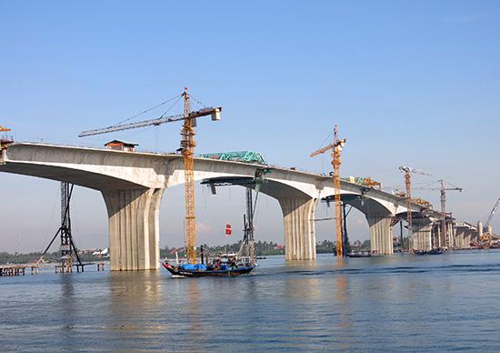 Cầu Cửa Đại và đường cứu hộ, cứu nạn ven biển sắp được thông xe kỹ thuật vào cuối tháng 9 năm nay, nhưng nợ đầu tư XDCB vẫn chưa thể bố trí được để trả cho các nhà thầu thi công.