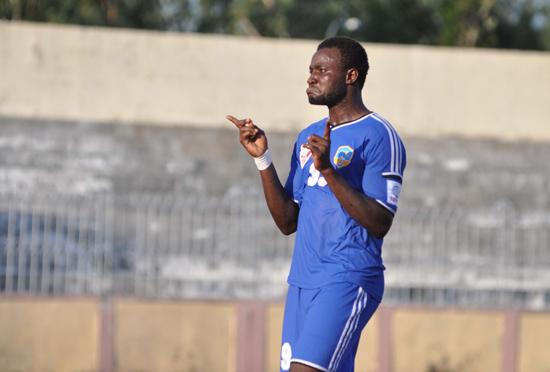 Suleiman tỏa sáng trên sân Long An khi ghi được 2 bàn nhưng QNK Quảng Nam vẫn bị thua ngược. Ảnh: A.NHI