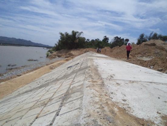 Công trình kè sông Vu Gia khu vực thôn Mỹ Hảo (Đại Phong) hoàn hoàn thành vượt tiến độ 3 tháng.  Ảnh: N.Duy