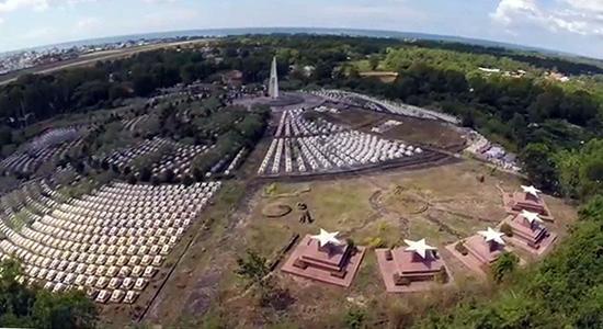 Tâm nguyện của anh Sáu là dành tiền có dịp ra Phú Quốc thắp cho anh Ba Mãi nén hương. Trong ảnh: Nghĩa trang Phú Quốc. Ảnh: internet