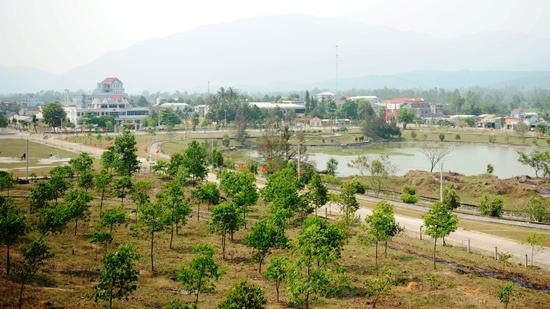 Trung tâm hành chính huyện Quế Sơn nhìn từ phía đông. Ảnh: MINH HẢI