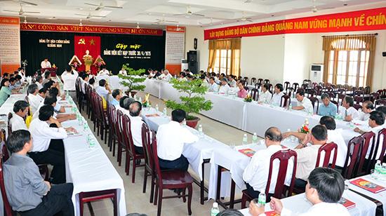 Đảng ủy Khối các cơ quan tỉnh tổ chức gặp mặt đảng viên kết nạp trước ngày 30.4.1975 chia sẻ kinh nghiệm trong công tác xây dựng Đảng.  Ảnh: HÀN GIANG