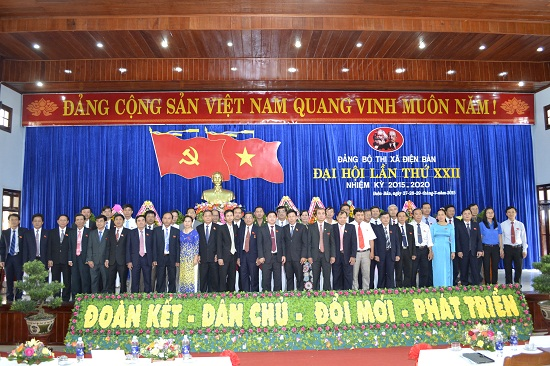 Ban Chấp hành Đảng bộ thị xã khóa mới ra mắt.