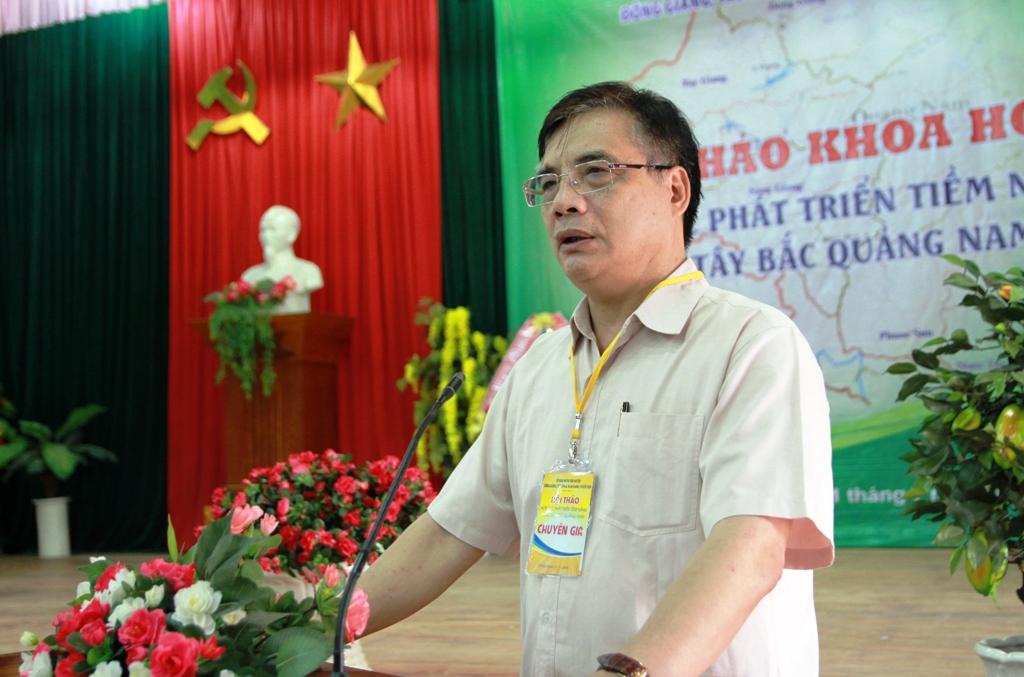 PGS.TS Trần Đình Thiên – Viện trưởng Viện kinh tế Việt Nam phát biểu tại hội nghị.