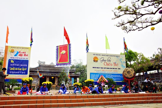 Poetry exchanges on the Poetry Day 2015 at Van Thanh Khong Mieu (Confucian Shrine)- one of the tourism joins in Tam Ky.