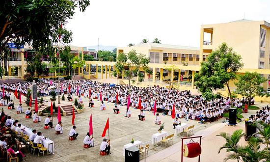 Lễ khai giảng năm học 2014-2015 ở Trường THPT Trần Cao Vân - TP.Tam Kỳ.     Ảnh: PHƯƠNG THẢO