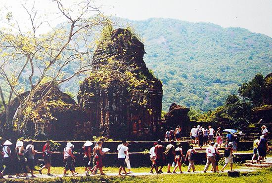 Tourists in My Son Sanctuary. Photo: mysonsanctuary