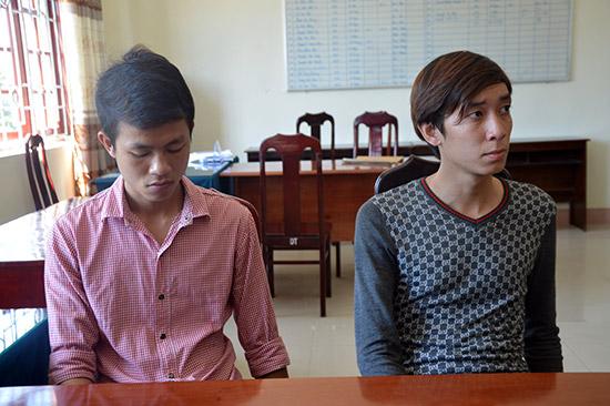 Đối tượng Nguyễn Văn Tấn và Thân Trọng Ngân tại cơ quan điều tra. Ảnh: Huyền Chi