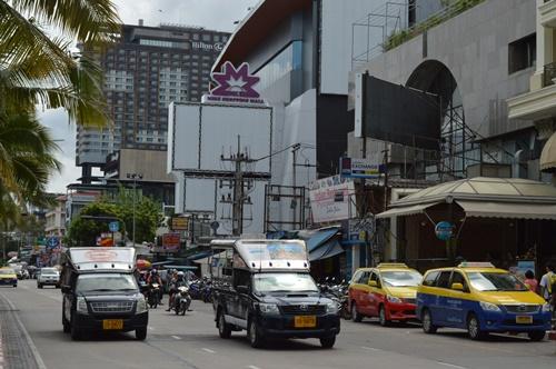 Xe SongTaew, phương tiện giao thông công cộng đặc trưng của thành phố Pattaya được nhiều du khách ưa chuộng