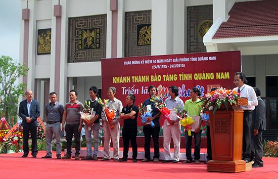 Quang cảnh Lễ trao giải thưởng Mỹ thuật Quảng Nam lần thứ II - năm 2015.                  ẢNh: HIỂN TRÍ