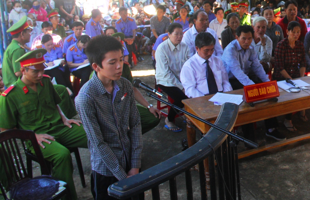 Bị cáo Lê Thanh Hùng tại phiên tòa xét xử lưu động sáng nay