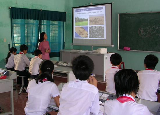 Giáo viên đồng bằng đẩy mạnh ứng dụng công nghệ thông tin trong giảng dạy giúp nâng cao chất lượng giáo dục. Ảnh: X.P