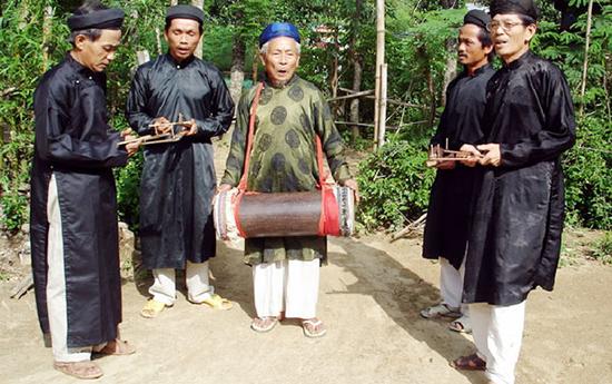 hát sắc bùa, một loại hình biểu diễn đặc sắc của Quảng Nam. Ảnh: Báo Đà Nẵng