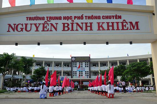 Trường THPT chuyên Nguyễn Bỉnh Khiêm (TP.Tam Kỳ) - một trong 10 trường THPT vừa được công nhận đạt chuẩn quốc gia.