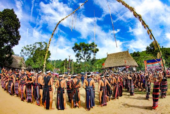 Hội làng truyền thống của đồng bào Cơ Tu xã Sông Kôn. Ảnh: ALĂNG NGƯỚC