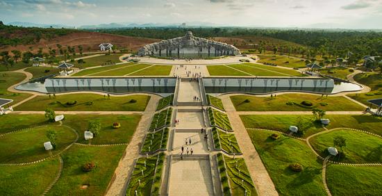 Tượng đài Mẹ Việt Nam anh hùng. Ảnh: MAI THÀNH CHƯƠNG