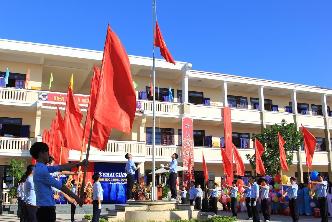 Nghi thức chào cờ tại lễ khai giảng trường