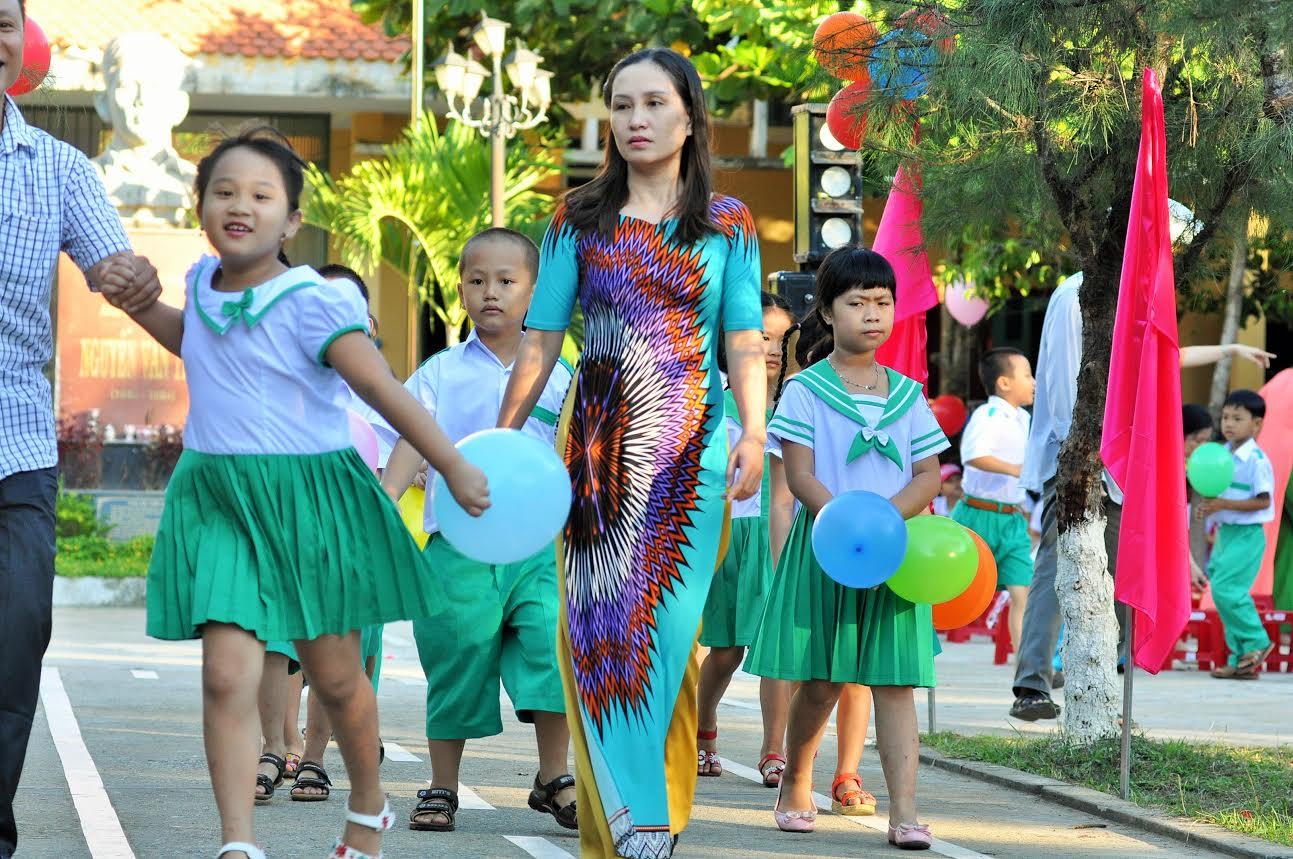 Đón HS vào lớp 1 Trường Tiểu học Nguyễn Văn Trỗi (Tam Kỳ)
