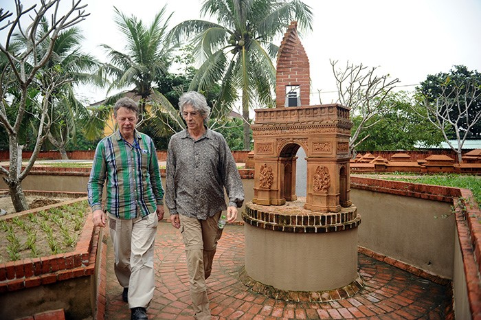 Two artists Douwe Buwalda and Bert van der Sluijs (Dutchs) at the pottery exhibition in Thanh Ha Terra Cotta Park in 2014. Picture: MINH HAI