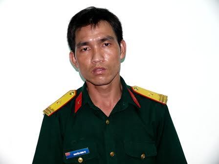 Nguyễn Đình Vi trong trang phục thiếu tá quân đội.