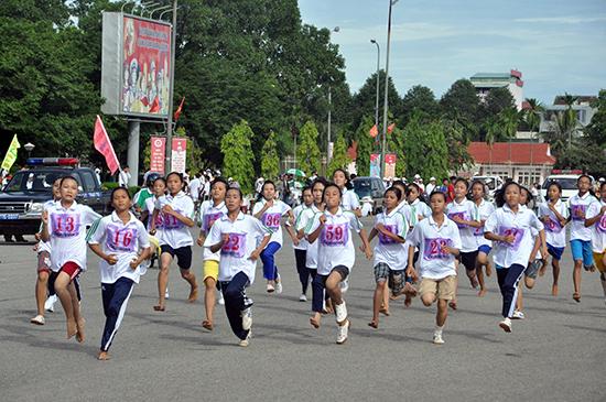Đông đảo học sinh tham gia giải Việt dã truyền thống Báo Quảng Nam năm 2014.