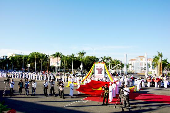Khai mạc giải Việt dã truyền thống Báo Quảng Nam mở rộng lần thứ XVIII năm 2014. Ảnh: PHƯƠNG THẢO