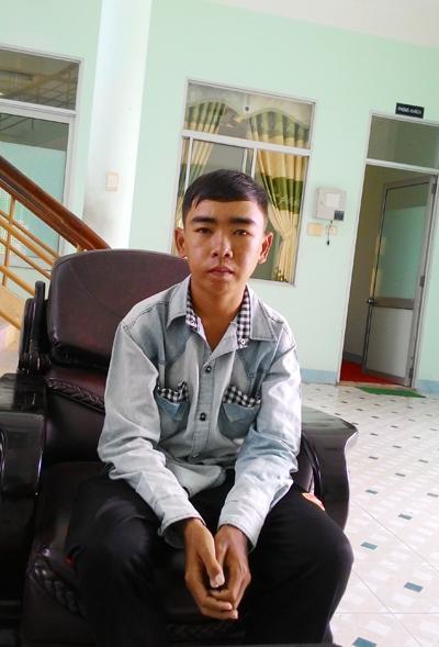 Hoàng Văn Sang đến Tòa soạn Báo Quảng Nam nhờ được giúp đỡ. Ảnh: C.N