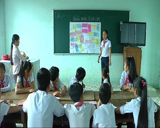 Buổi sinh hoạt của Câu lạc bộ nòng cốt Trường Tiểu học và THCS xã Quế Phước, huyện Nông Sơn. Ảnh: T.BÌNH