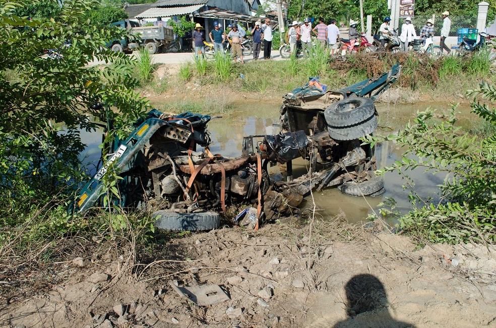 Xe ben bị nghiền nát sau tai nạn