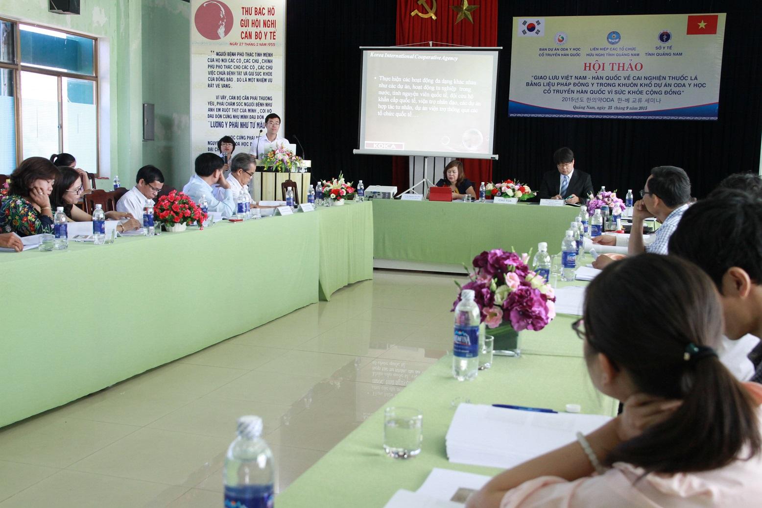 Các đại biểu Việt Nam và Hàn Quốc trao đổi kinh nghiệm về cai nghiện thuốc lá bằng liệu pháp Đông y
