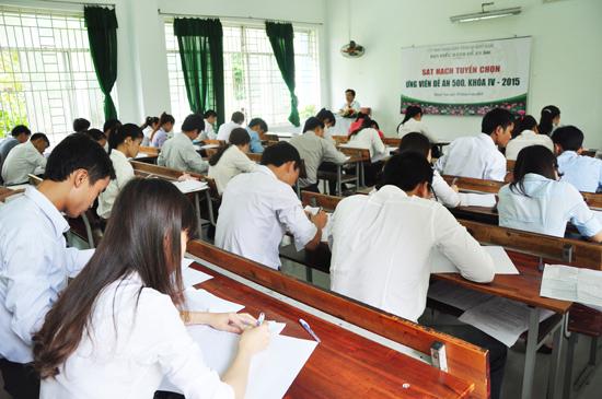 Ban điều hành Đề án 500 của tỉnh tổ chức sát hạch lựa chọn ứng cử viên cho khóa IV vào tháng 5.2015. Ảnh: HÀN GIANG