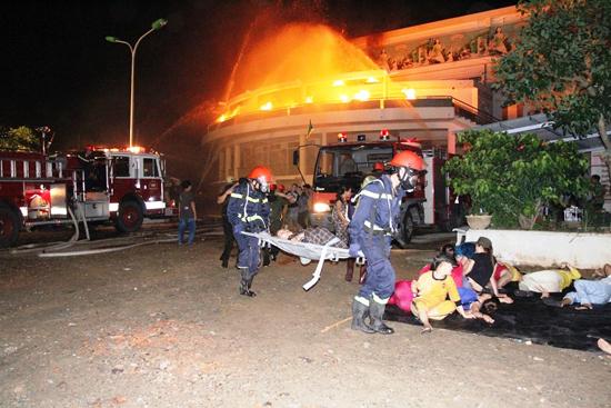Công tác cứu nạn cứu hộ đồng thời được triển khai.