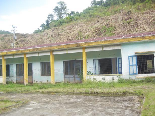 Khu nhà điều trị của tại Trạm Y tế xã Đắc Pre được xây dựng năm 2001 nhưng mất công năng từ năm 2008 đến nay.
