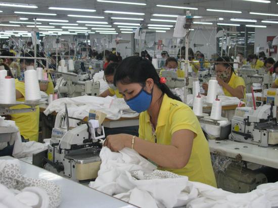 """Tham gia """"sân chơi""""  TPP, ngành dệt may Quảng Nam sẽ hưởng lợi.Ảnh: T.ANH"""