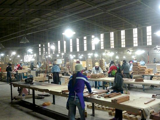 Dây chuyền sản xuất, chế biến gỗ tại Khu công nghiệp Bắc Chu Lai.