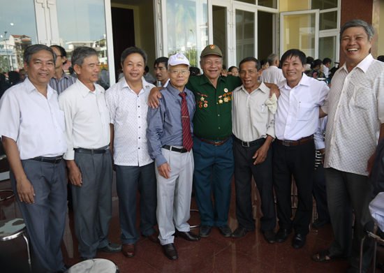 Các cựu chiến binh Sư đoàn 2 trong ngày gặp mặt ở Đà Nẵng tháng 10.2015. ảnh: H.VÂN