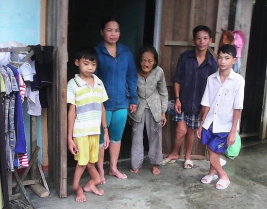 Gia đình ông Phạm Văn Bằng. Ảnh: N.T