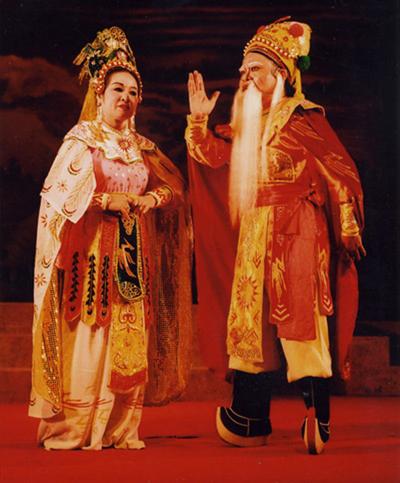NSND Trần Đình Sanh trong vai Thục An Dương Vương (Nhà hát tuổng Nguyễn Hiển Dĩnh, năm 2003). Ảnh: nhân vật cung cấp