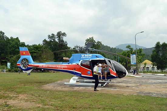 Dịch vụ tham quan Mỹ Sơn bằng trực thăng đang thu hút nhiều đối tượng khách cao cấp. Ảnh: V.LỘC