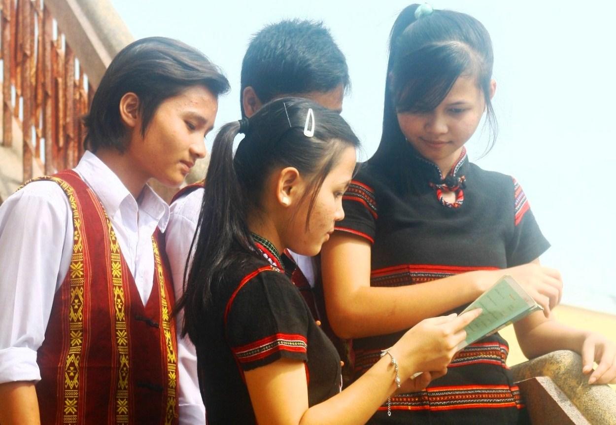 Chính sách ưu tiên được ban hành sẽ giúp học sinh, sinh viên DTTS có thêm điều kiện học tập, nâng cao chât lượng giáo dục miền núi.